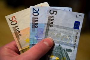 Euron är en starkt bidragande orsak till att krisen blir så djup i flera länder.foto: scanpix
