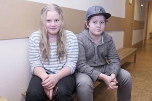 Liv Haugen,12, och Adrian Rydbark, 13, gillar sina nya kompisar men tycker det är synd att många av dem flyttat ifrån Ytterhogdal när de fått uppehållstillstånd.