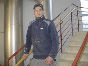 Bilintresserad. Hannes Jönsson jobbar till vardags som rörmokare. Nästan all hans fritid går åt till att titta på, tävla och meka med bilar.
