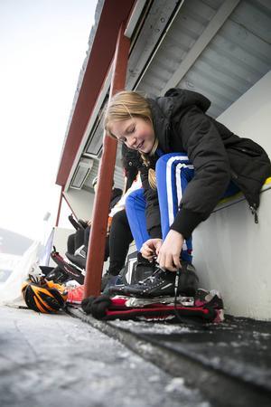 Klara Agåker Karlsson från Borlänge längtade efter säsongens första ispass.