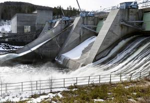 Vattenkraften bidrar till hela Sveriges välstånd. Centerpartiet vill att staten mer generöst låter pengar komma tillbaka till vattenexploaterade landsändar.