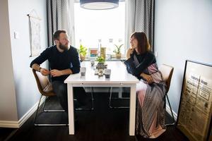 Under renoveringen sov Sanna Grannas och Joel Book Söderberg på en luftmadrass i köket. Det senaste året har de totalrenoverat lägenheten samtidigt som Sanna har satsat stort på företaget Runa of Sweden.