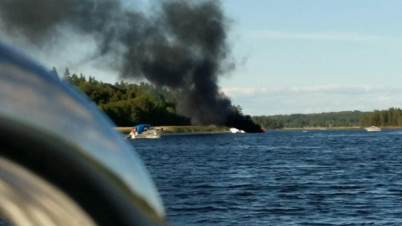 Tre brannskadade i arbetsolycka