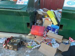 Skribenten berättar om sopdumpning på returstation. Foto: Roger Wallenius