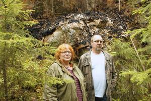 Helena Andrén Niemi och maken Sven Niemi flyttade från Nyby i Jämtland för två år sedan på grund av att deras hus brann ner. Den här sommaren fick de fly igen från eldens lågor men då på grund av den stora skogsbranden i Västmanland.