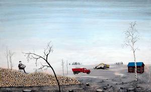 Maskinerna mullrar, men dragspelaren sitter lugnt på den avverkade skogen och spelar sin melodi, en av Fredrik Lindbergs bilder på Galleri S som får betraktaren att fundera.