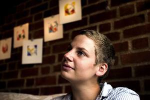 Screentryck. 24-åriga Hilda Lindström har tryckt upp cirka 70 bilder med ansiktsmotiv.