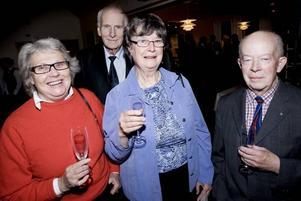 """Största fansen. Maud Andbro, Jan Eriksson, Birgitta Eriksson och Lennart Ocklind är Restaurangskolans mesta stamgäster. De har ätit lunch där                                        sedan skolan startade för 50 år sedan. """"Vi är Restaurangskolans största fans"""", säger de glatt."""