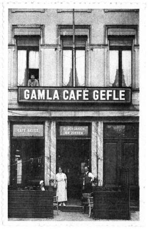 Gammalt vykort. Gamla Café Gefle, Café Gamla Gefle, Café Gefle - namnet skiftar på samma kort, men säkert var det hemlandstoner för sailors från Gävle, som kunde bunkra svenskt snus här i Antwerpen.