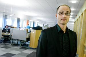 """Fler behöver stöd, därför måste Försäkringskassan nyanställa. Och fler kan behövas framöver. """"Det man kan konstatera är att antalet som får aktivitetsstöd kommer att mer än fördubblas"""", säger Lars Andersson."""