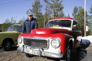 Elof Henriksson följer med sonen Erik Henriksson i en Volvo Duett -64.