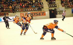 Bollnäs kämpade länge och gjorde det väl under första halvlek i Göransson Arena.