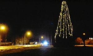 Välkomnande. Ansiktet utåt för Hällefors som ort är viktigt framhåller Kerstin Nyström som också fått kommunen att hörsamma förslaget om en julgran vid länsväg 244.