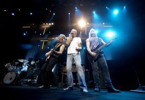 På lördag, vid midnatt, går Deep Purple upp på stora scenen och river loss sina rockhits.