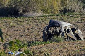 Daphne Caruana Galizia Peugeot sprängdes av vägen och hamnade på ett fält.