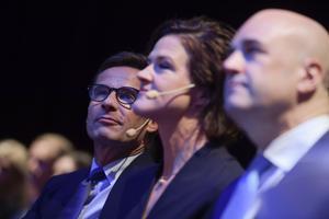 Ulf Kristersson, Anna Kinberg Batra och Fredrik Reinfeldt satt på första bänk när Moderaterna höll  extrastämma i Stockholm för att välja efterträdaren till Anna Kinberg Batra.