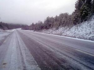 Ishalka på väg 84 mellan Långå och Tännäs under måndagen.  Foto: Privat