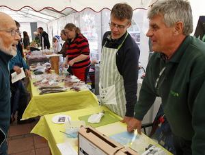 Matprovning hos bröderna Torbjörn och Per-Urban Gradin.