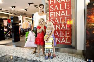Ann-Sofie Jägerskog besökte Köpis för att handla kläder till barnen Olivia, Isak och Moa för halva reapriset.