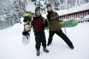 """PREMIÄRÅK. Johan Söderberg och Stina Broström åkte snowboard för första gången den här vintern. """"Jag har åkt mycket här när jag var yngre"""", säger Stina Broström."""