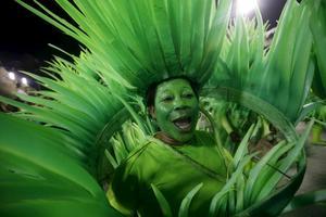 Maskerna och sminket är viktiga under festivalen.