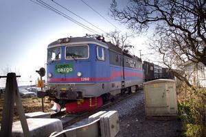 Många oroas över fler godståg genom centrala Hudiksvall.