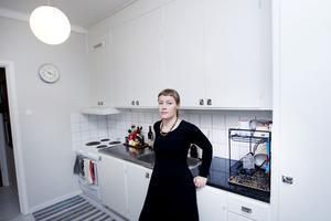 (ettabild)I sitt eget kök från 50-talet. Ulrika Olsson vill få oss att tänka efter innan vi river ut fullt fungerande kök och ersätter dem med nya. Ofta med sämre kvalitet.