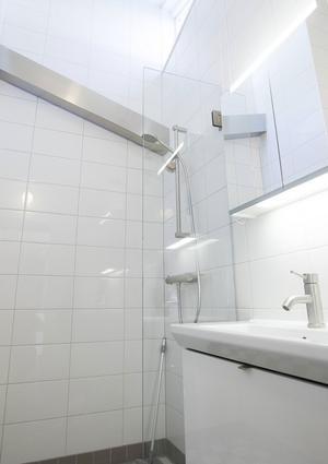 Badrummet har renoverats till den modernare stilen. Mycket på grund av försäkringsbolagens regler, men även för bekvämligheten.
