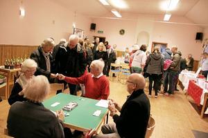 Välbesökt. Många kom för att besöka Lannamässen, och visa sitt stöd till byalaget.