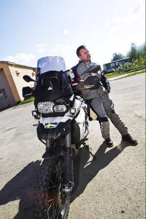 Om lite mindre än en vecka beger sig Per Wallin ut på en tremånadersresa på sin motorcykel. Han flyger till Sydkorea och därifrån ska han och hans två vänner bland annat köra genom Japan, Ryssland, Ukraina och Mongoliet på vägen hem till Sverige igen.