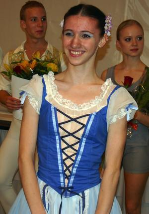 Vinnaren. 15-åriga Maria Baranova poserar efter segern i Moras internationella balettävling som gav henne 1 100 euro, en dalatupp och en resa till Grasse i Frankrike.