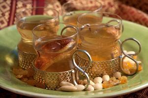 Gör en egen vit glögg, spetsad med portvin och kryddor som fått dra länge och väl.