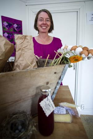 Helen Norlund, Norränge, med gårdsbutik. Hon säljer det som gården själv producerar av kött, ägg och ost