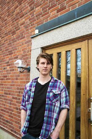 Daniel Lumb från Wrexham i Wales arbetade med romer på den rumänska landsbygden i flera år för att få barnen att gå i skolan. Nu arbetar han åt Svenska kyrkan för de romer som sökt sig till Östersund. Romer som vill komma in i det jämtländska samhället, för att deras barn ska få ett bättre liv.