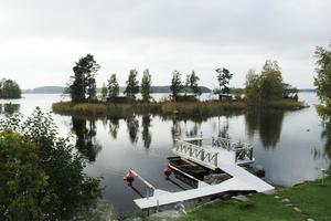 Vid Storsjön i Forsbacka har Maria och Johan hittat sitt drömställe.