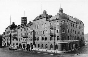 SÄNGKAMMARLJUD. Det var i familjen Bernholms sovrum i Centralpalatset som radion i Gävle föddes.