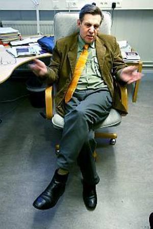 Foto: LEIF JÄDERBERG\nIngen lokalpatriot. Björn Brink, centerns nya oppositionsråd i landstinget i Gävleborg, vill inte ses som en företrädare för sjukvårdens intressen i Hälsingland. Han har hela länets bästa för ögonen, försäkrar han.