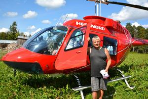 Pege Jonsson kryssade över flygfältet i denna helikopter.