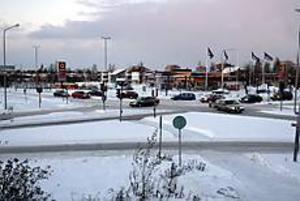 Foto: LASSE WIGERT Blir rondell. Hemstaplan är efter Gävleförhållanden en mycket besvärlig korsning.