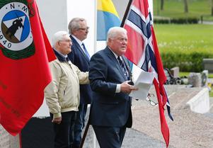 Nykvarnsbon Börje Wallgren höll tal för de norska veteranerna.