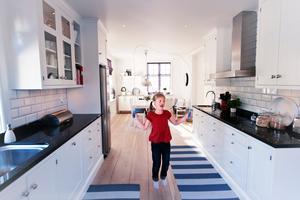 Varje liten yta är tillvaratagen i köket.