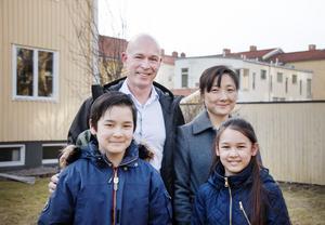 Carl-Eric Nyholm, Anna Fjällström och Lovisa och Teodor Fjällström, har bott i Gävle sen jul.