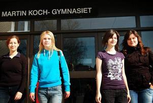 Glada vinnare. Frida Lindström, Emelie Verso, Amela Bulic och Madeleine Petrovic var det vinnande laget på Martin Koch gymnasiet.