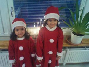 de två gulliga tomte klädd är Mary och Sally de hade lusica Fredriksbergs förskolan. Fotograf Danial Ibrahim