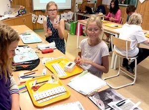 Klass 5 på Björkbackaskolan testar nytt teknikmaterial.