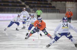 Per Hellmyrs gjorde bägge Bollnäs mål – på långskott – i segermatchen mot Villa.