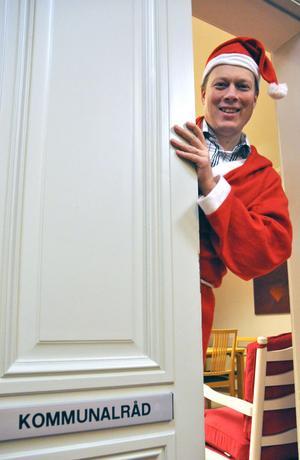 En man med många skepnader. Abbe Ronsten agerar tomte på julmarknaden och önskar sig ett par saker för Säters del 2012.