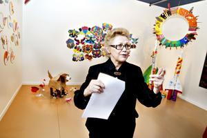 Konstnären Riitta Tjörneryd har hjälpt till att integrera nyanlända barn i Gävle med sitt estetiska synsätt. Barnen har skapat konst som nu går att se på Länsmuseet Gävleborg.