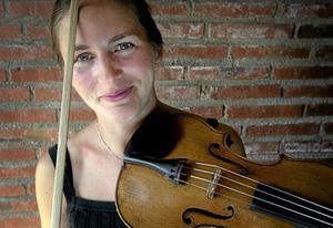 Återbesök. Violinisten Cecilia Zilliacus återvänder i kväll till Västerås konserthus där hon tillsammans med pianisten Bengt Forsberg ger violinsonater av Carl Nielsen och Beethovens pianosonat.