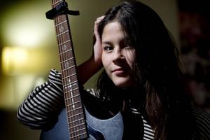 Lourdes Malinao har skrivit låtar sedan hon lärde sig skriva. I kväll uppträder hon på Livekarusellen på Domsaga.